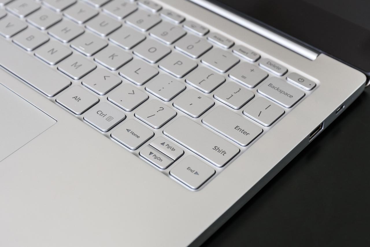 Đập hộp Mi Notebook Air: Đẹp như MacBook Air