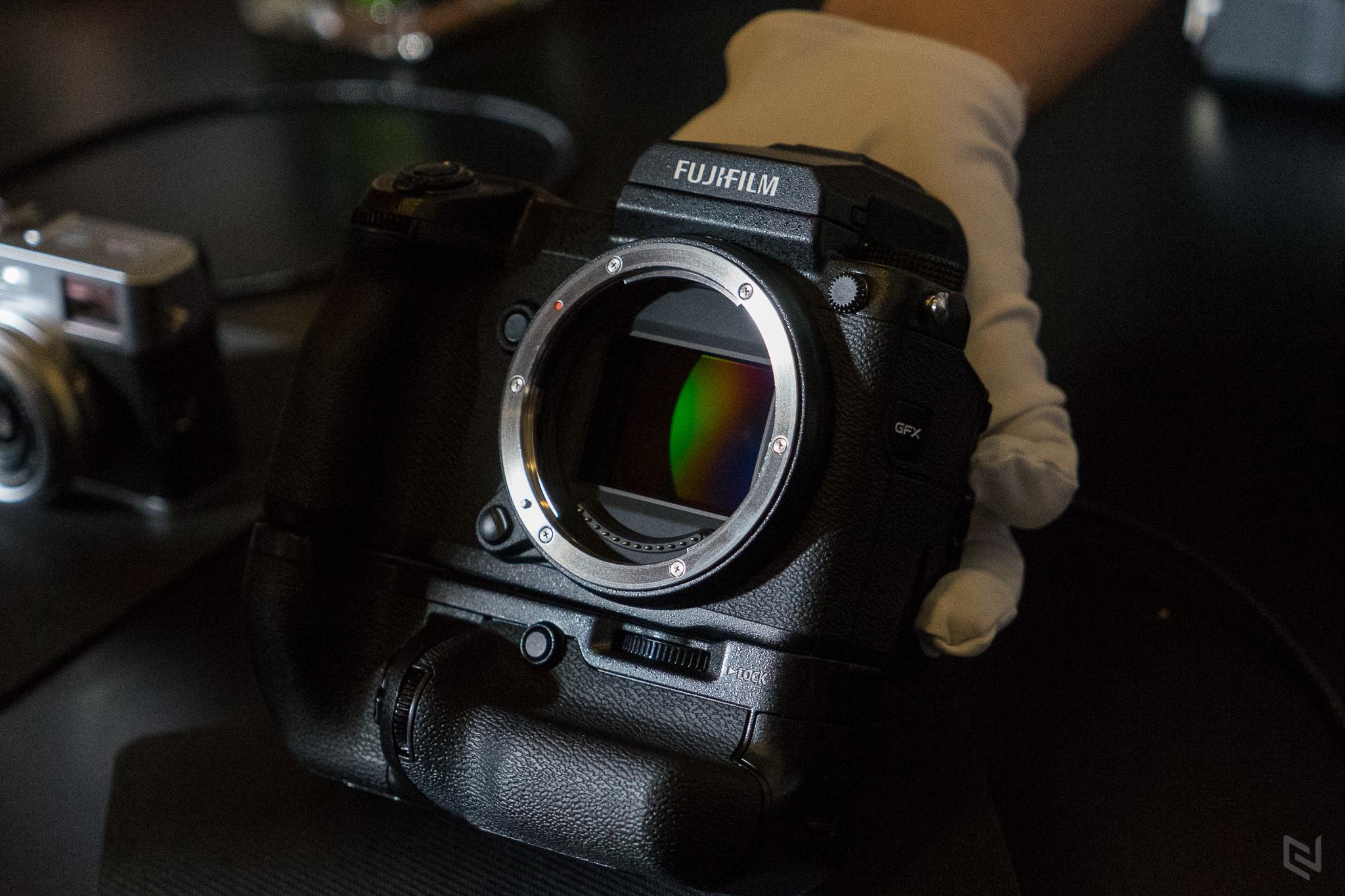 Fujifilm ra mắt máy ảnh Mirrorless cảm biến Medium Format GFX 50S tại VN