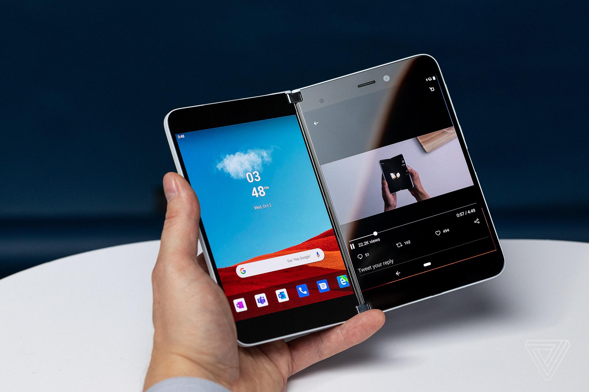 """Surface Duo của Microsoft """"sống hay chết"""" sẽ nhờ vào ứng dụng"""